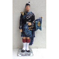 Small Handcrafted 'Argyll & Sutherland Highlander Piper' Scottish Sculpture